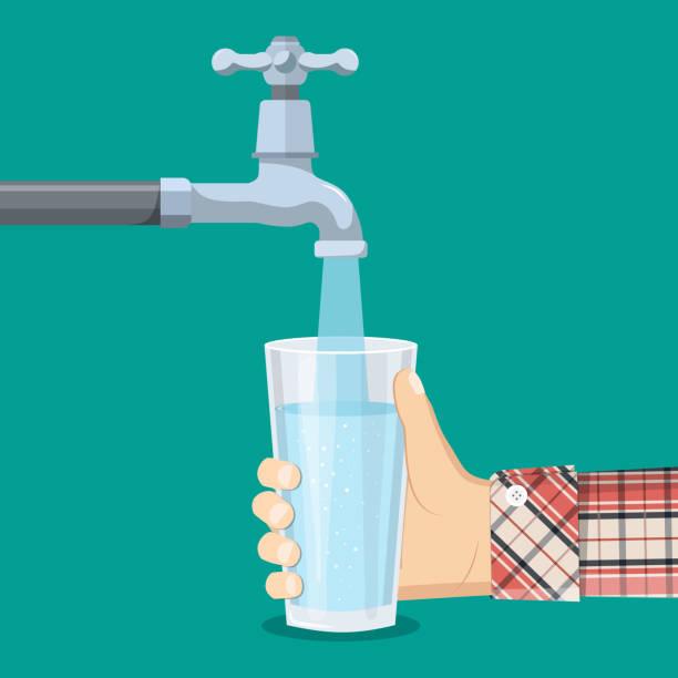 수도 꼭지에서 유리에 물을 붓으십시오. - tap water stock illustrations