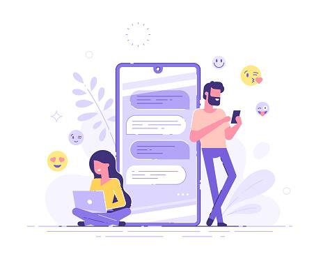 漂亮的女人坐在她的筆記本電腦和英俊的男人聊天與巨大的手機和情感的背景約會應用程式和虛擬關係聊天泡沫現代向量例證向量圖形及更多互聯網圖片