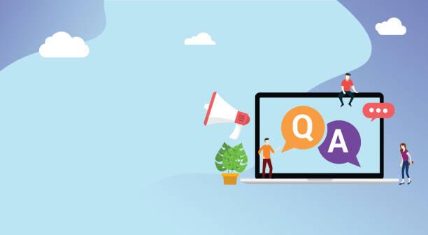 ilustraciones, imágenes clip art, dibujos animados e iconos de stock de pregunta y preguntar o qa para el servicio de atención al cliente con espacio libre para texto y portátil y personas con icono de megáfono - faq