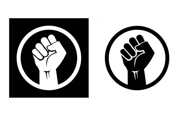 원을 그리며 주먹을 꽉 쥐고 손을 들어 올렸다. 연대, 반인종주의, 항의와 힘을 묘사한 아이콘 세트. - 사회 정의 stock illustrations
