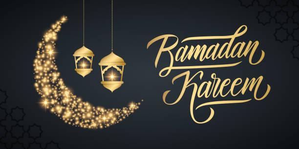 ferienbanner mit handgeschriebener aufschrift ramadan kareem, gold funkeln halbmond und goldfarbene arabische laternen. - ramadan kareem stock-grafiken, -clipart, -cartoons und -symbole