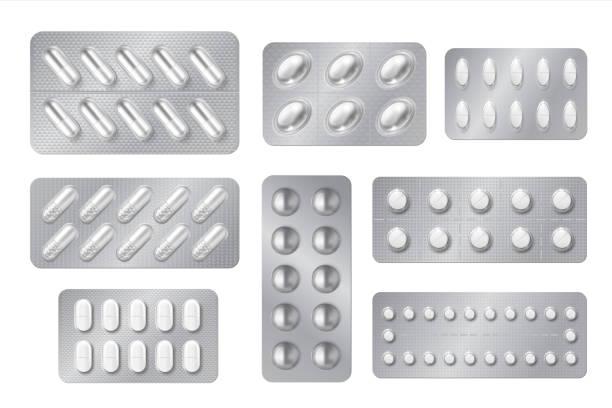 현실적인 물집. 의학 알약 과 캡슐 팩, 흰색 3d 약물과 비타민 격리 모형. 벡터 약국 세트 - vitamin d stock illustrations