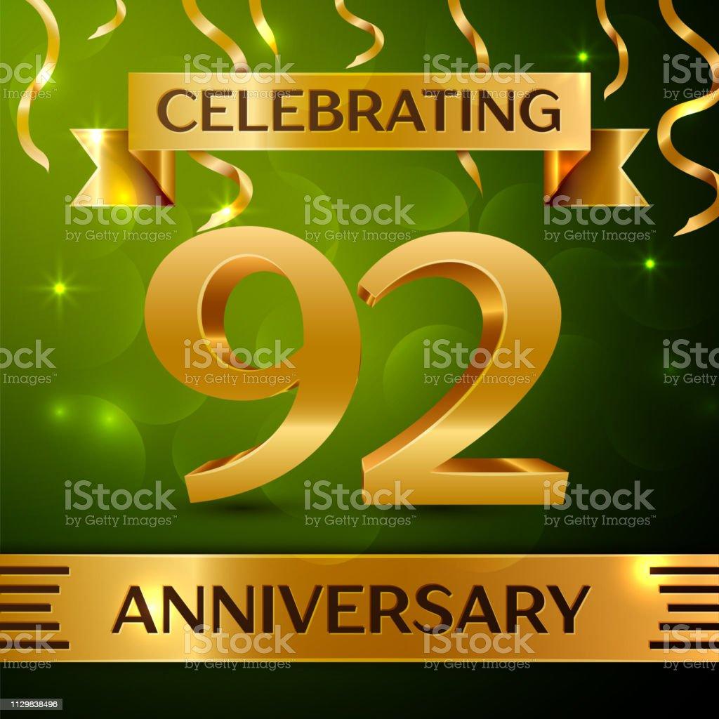 Realistische neunzig zwei 92 Jahre Jubiläum Feier Design. Gold Konfetti und Band auf grünem Hintergrund. Bunte Vektorelemente Vorlage für deine Geburtstagsparty – Vektorgrafik