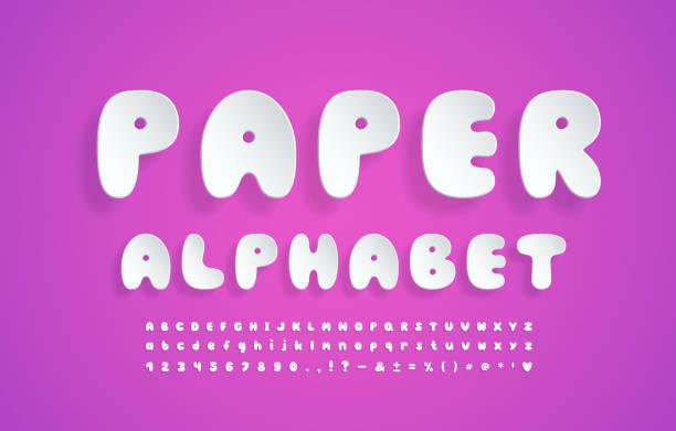 ilustraciones, imágenes clip art, dibujos animados e iconos de stock de realista papel alfabeto blanco color dibujos animados fuente de burbuja. letras mayúsculas y minúsculas, números, marcas y signos. tipo de letra 3d volador sobre fondo degradado rosa. ilustración vectorial - tipos de letra de burbujas