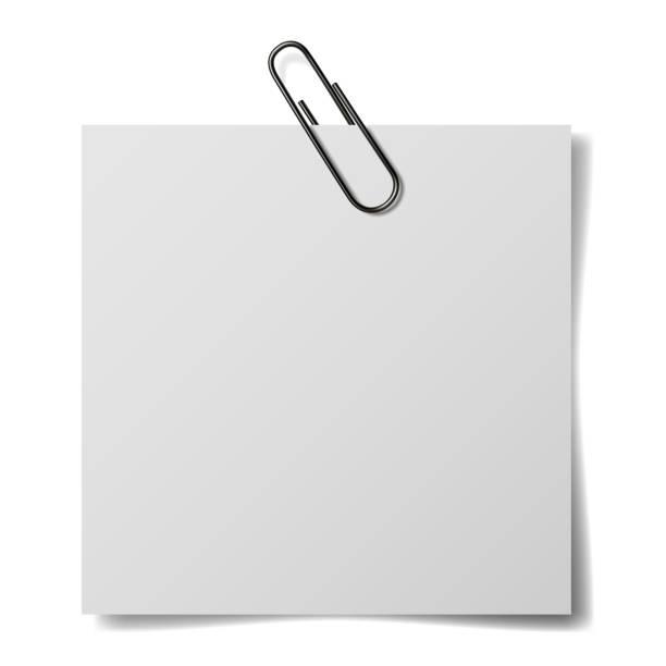 흰색 배경에 고립 된 텍스트에 대 한 흰색 종이와 현실적인 종이 클립. - 종이 클립 stock illustrations