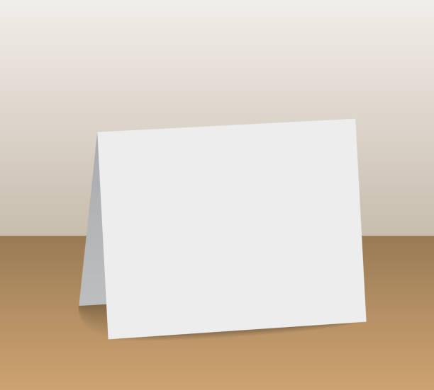 stockillustraties, clipart, cartoons en iconen met realistische witte blanco gevouwen papier kaart staande op houten tafelblad - vector - tafel restaurant top