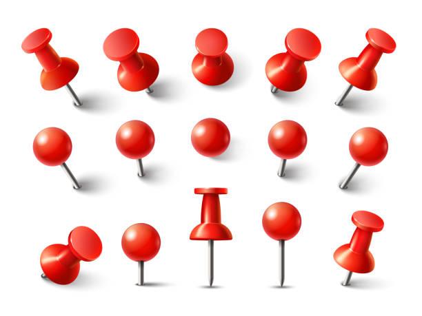 czerwony przechył z góry. thumbtack do notatki dołączyć kolekcji. realistyczne kołki wciśnięte 3d przypięte pod różnymi kątami zestaw wektorowy - przypinka stock illustrations