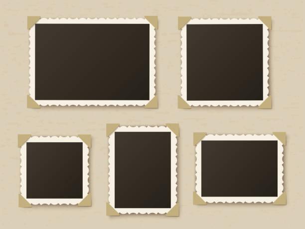 복고풍 사진 프레임입니다. 향수 스크랩북에 대한 빈티지 종이 사진 프레임 템플릿입니다. 복고풍 사진 앨범 모서리에 테두리, 벡터 레이아웃 - 사진 테마 stock illustrations