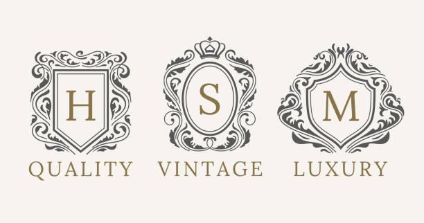 레트로 로얄 빈티지 방패 로고 타입을 설정합니다. calligraphyc 럭셔리 로고 디자인 요소 벡터. 비즈니스 표지판, 로고, 정체성, 스파, 호텔, 배지 - 왕족 stock illustrations