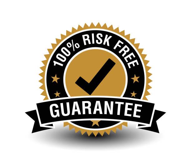 100% risikofreies garantiezertifikat mit zeckenmarke. isoliert auf weißem hintergrund. - reliability stock-grafiken, -clipart, -cartoons und -symbole