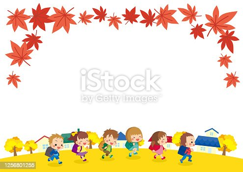 istock Running Elementary school students in autumn 1256801255