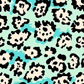 Seamless leopard fur pattern. Vector animal skin background.