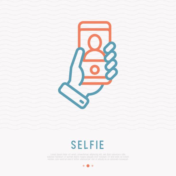 selfie dünne liniensymbol. hand halten smartphone mit silhouette. moderne vektor-illustration. - selfie stock-grafiken, -clipart, -cartoons und -symbole