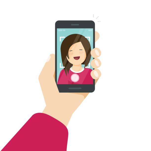 selfie per smartphone, foto von sich selbst vektor-illustration, flache cartoon junge fröhliches mädchen mit handy in der hand machen selbst foto clipart isoliert auf weiss - selfie stock-grafiken, -clipart, -cartoons und -symbole