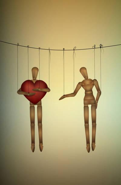 egoistische konzept marionette hält großen herzen und nicht mit einer anderen, gierigen liebhaber teilen - paararmbänder stock-grafiken, -clipart, -cartoons und -symbole