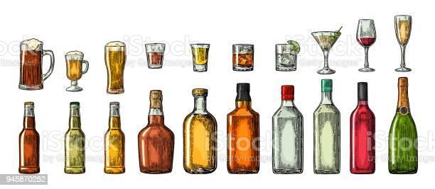 Set Glass And Bottle Beer Whiskey Wine Gin Rum Tequila Cognac Champagne Cocktail Grog — стоковая векторная графика и другие изображения на тему Алкоголь - напиток