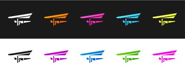 ilustrações, clipart, desenhos animados e ícones de defina o ícone do planador hang isolado no fundo preto e branco. esporte extremo. ilustração vetorial - ícones de design planar