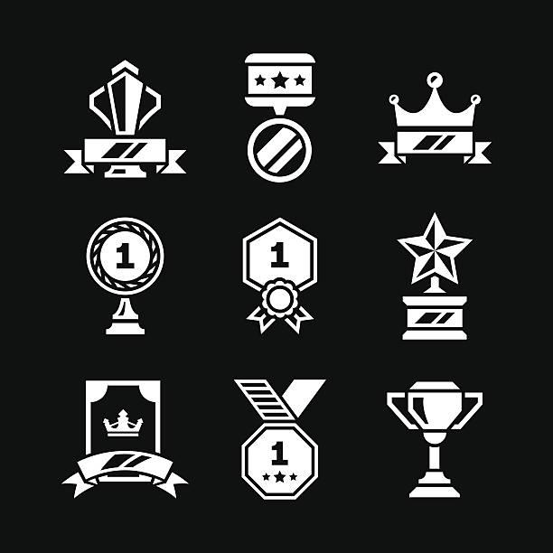 set icons of awards and trophy - 皇冠 頭飾 幅插畫檔、美工圖案、卡通及圖標