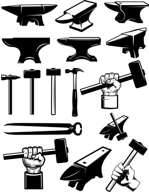 set von schmiedebauteilen. anvil, hämmer, schmiedewerkzeuge. für etikett, zeichen, abzeichen. - metallverarbeitung stock-grafiken, -clipart, -cartoons und -symbole