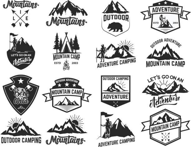 Satz von camping Embleme isoliert auf weißem Hintergrund. Wandern, Tourismus, outdoor-Abenteuer. – Vektorgrafik