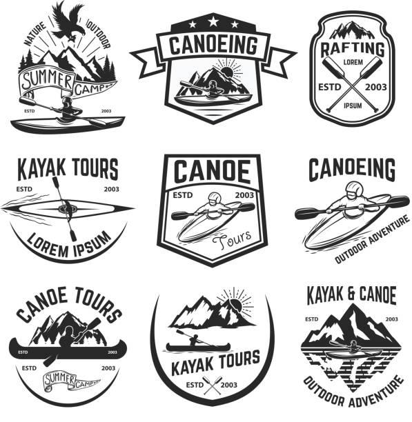 Satz von Kanu und Kajak Touren Embleme. – Vektorgrafik