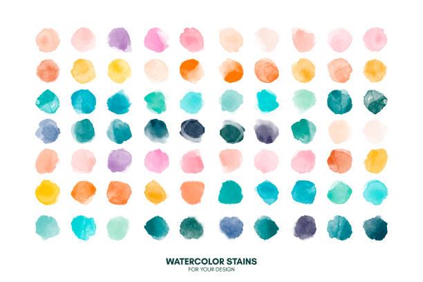 둥근 모양, 얼룩, 원, 흰색에 고립 된 방울을 그린 다채로운 수채화 손 세트. 예술적 디자인을 위한 일러스트레이션 - 수채화 물감 stock illustrations