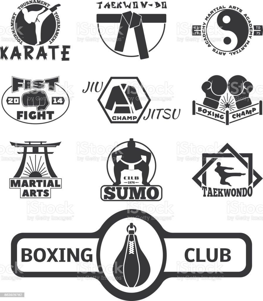 Conjunto de cool lutando emblemas clube rótulos lutam emblemas soco punho de esporte karatê ilustração vetorial - ilustração de arte em vetor