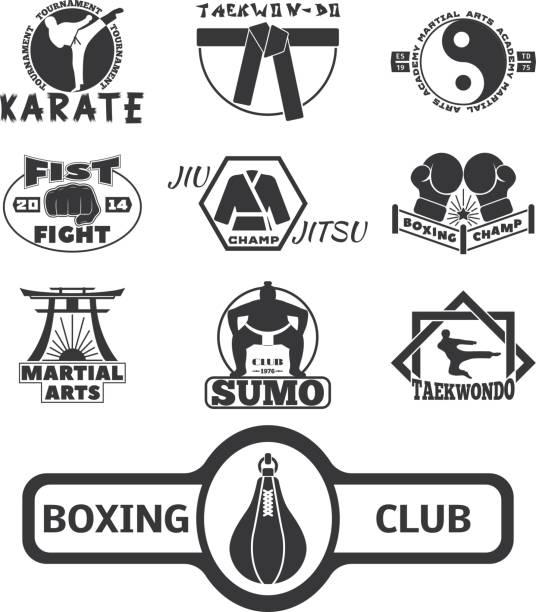 Ensemble de cool combats les emblèmes de club lutte étiquettes badges punch sport poing Karaté vector illustration - Illustration vectorielle
