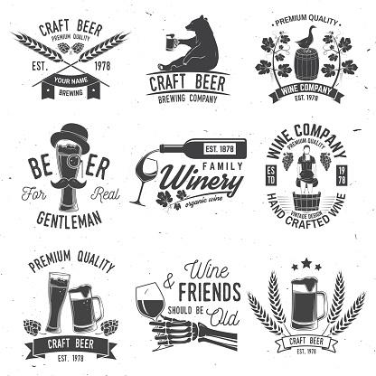 맥주와 와이너리 회사 배지 기호 또는 라벨의 집합입니다 벡터 일러스트 레이 션 곡초류에 대한 스톡 벡터 아트 및 기타 이미지