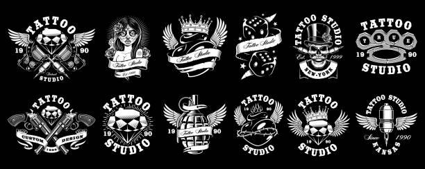 ilustraciones, imágenes clip art, dibujos animados e iconos de stock de conjunto de diseños de tatuaje personalizado (para fondo oscuro) - tatuajes de corazones