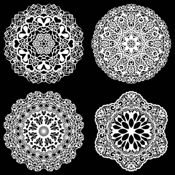 reihe von design-elemente, spitze runde papier deckchen, deckchen, dekorieren sie den kuchen, vorlage zum schneiden, schneeflocke, gruß element, metallplatte schneiden mit dem laser, vektor-illustrationen - tortenständer stock-grafiken, -clipart, -cartoons und -symbole