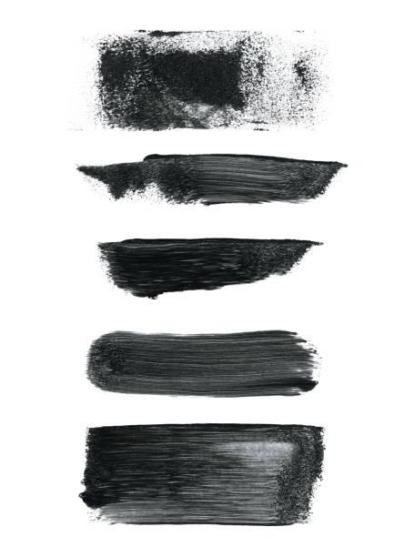 ilustrações, clipart, desenhos animados e ícones de conjunto de cinco várias pinceladas pretas em vetor isolado no fundo do papel branco - ilustração espontânea com pressão visível e a quantidade de tinta aplicada - padrão abstrato com linhas de efeito texure pontos desgastando e manchas - texturas desgastadas