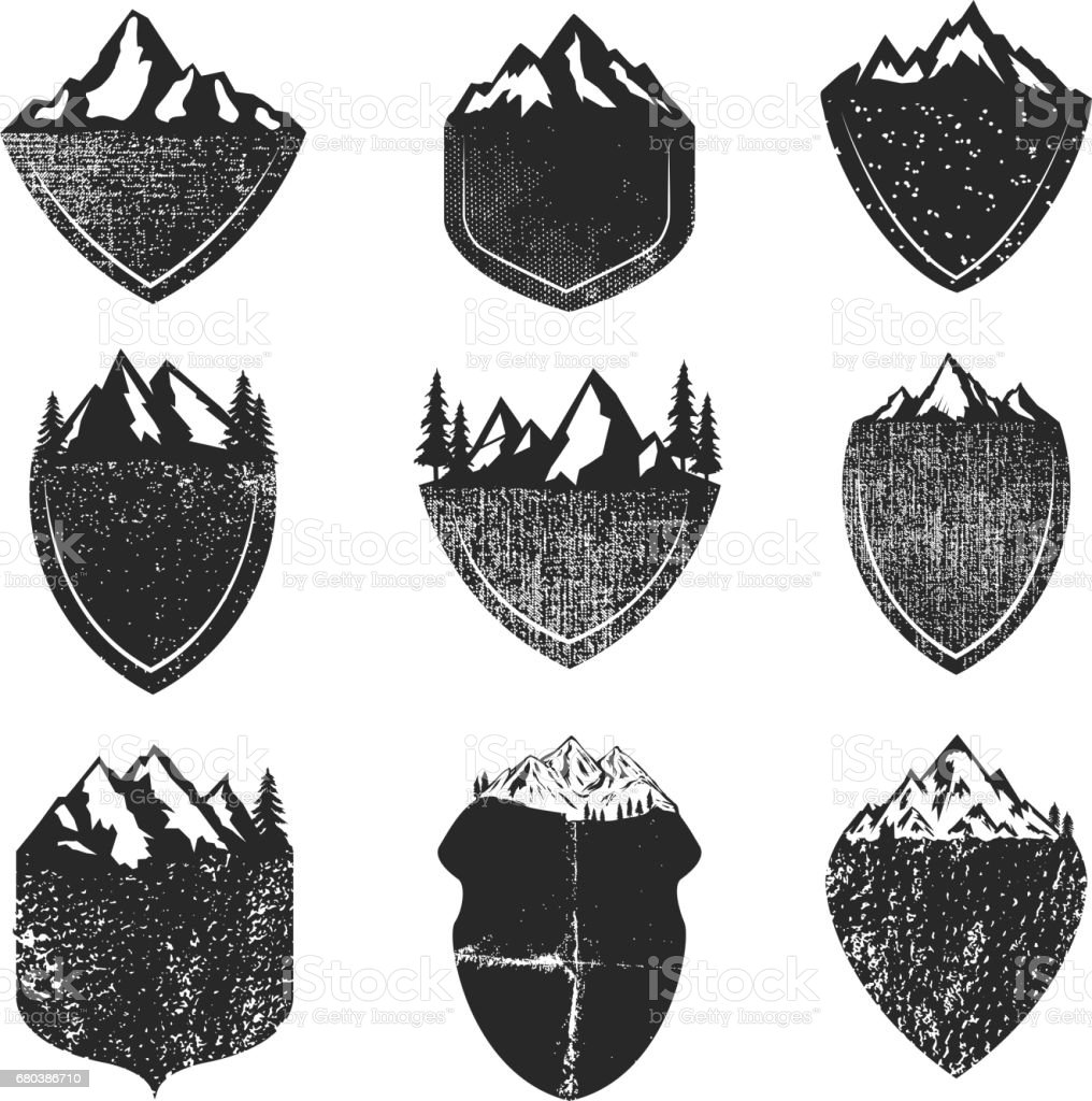 Conjunto de Grunge crachás com montanhas isoladas no fundo branco. Elementos de design para albel, o emblema, o sinal. Ilustração em vetor. - ilustração de arte em vetor