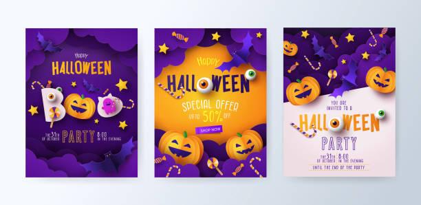 illustrazioni stock, clip art, cartoni animati e icone di tendenza di set di inviti per feste di halloween, biglietti d'auguri o poster con calligrafia, zucche più carte, pipistrelli e caramelle nelle nuvole notturne. - halloween