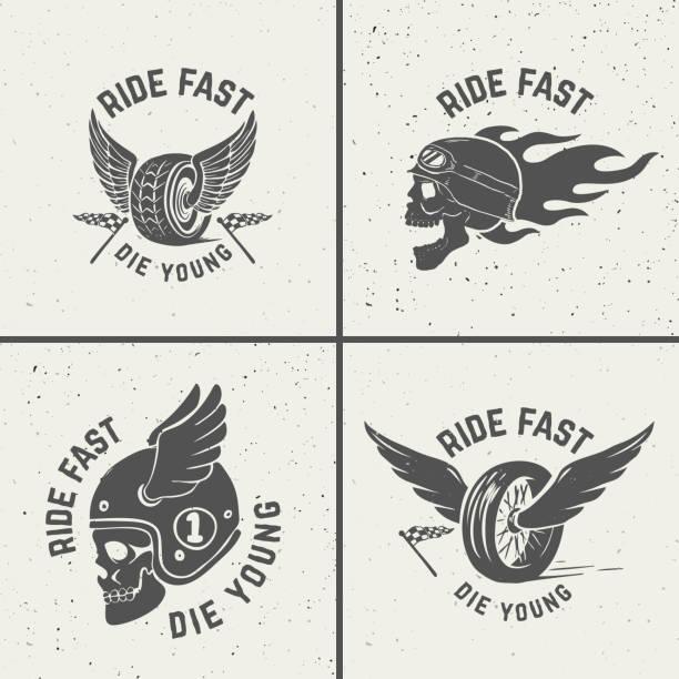 illustrations, cliparts, dessins animés et icônes de ensemble des emblèmes biker dessinés à la main. crâne avec le feu, la roue ailée. - tatouages ailes