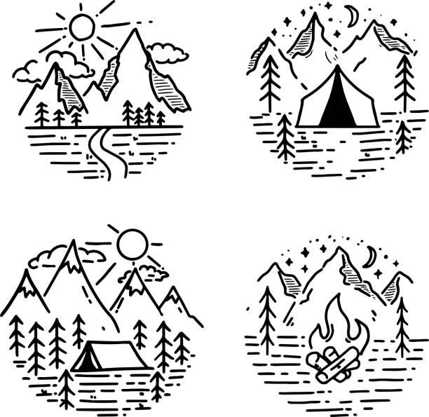 手描きのハイキングと観光エンブレムのセットです。ポスター、カード、ワッペン、プリントのデザイン要素です。 - キャンプ点のイラスト素材/クリップアート素材/マンガ素材/アイコン素材