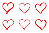 白い背景の赤いベクトルの心を手描きのセット