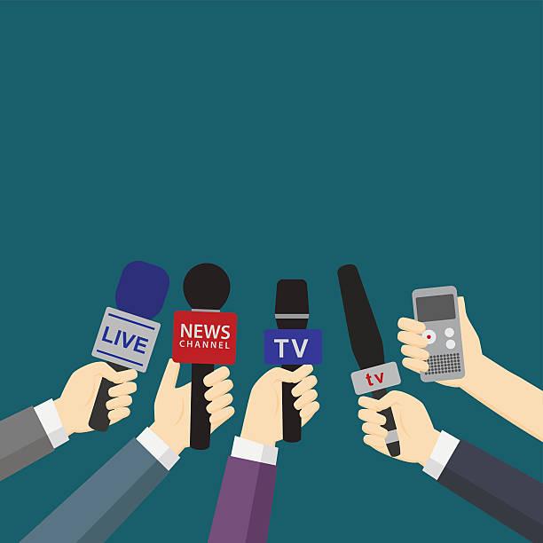 illustrations, cliparts, dessins animés et icônes de ensemble de microphones tenant les mains et enregistreur vocal numérique - interview