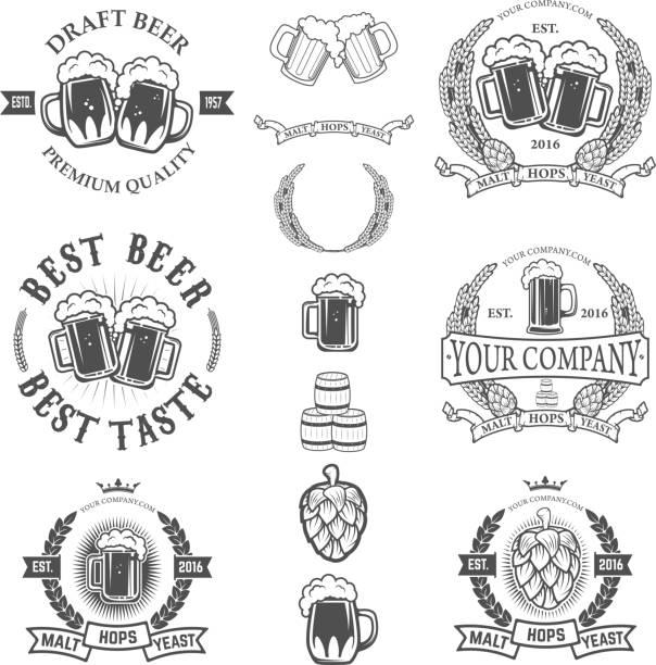 Set of labels templates with beer mug isolated on white - ilustração de arte em vetor