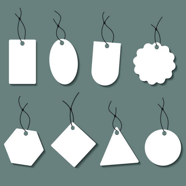 kablolu etiket seti. farklı şekillerde boş beyaz fiyat etiketleri veya hediye etiketleri. - sale stock illustrations