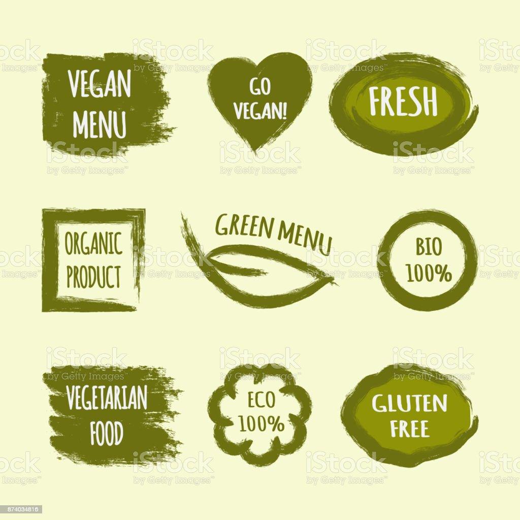 Lot d'étiquettes avec texte Go Vegan, Fresh, Menu vert, produit biologique, BIO 100 %, cuisine végétarienne, ECO, Gluten Free. Coeur, feuille, cercle, carré, coup de pinceau. - Illustration vectorielle