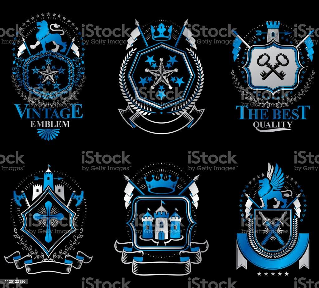 Conjunto de modelos de vector heráldica de luxo. Coleção de brasões simbólico de vetor feito usando elementos gráficos, coroas reais, castelos medievais, Arsenal e cruzes religiosas. - ilustração de arte em vetor