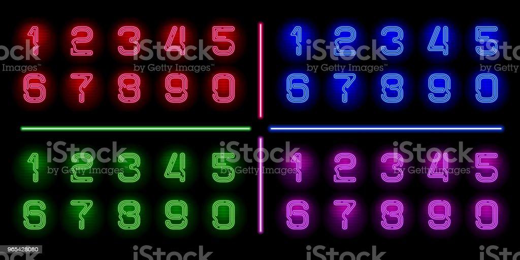 Ensemble de néon réaliste numéros avec couleurs différentes néon brillent sur fond sombre. Fonte de néon de vecteur pour votre conception unique - clipart vectoriel de Abstrait libre de droits