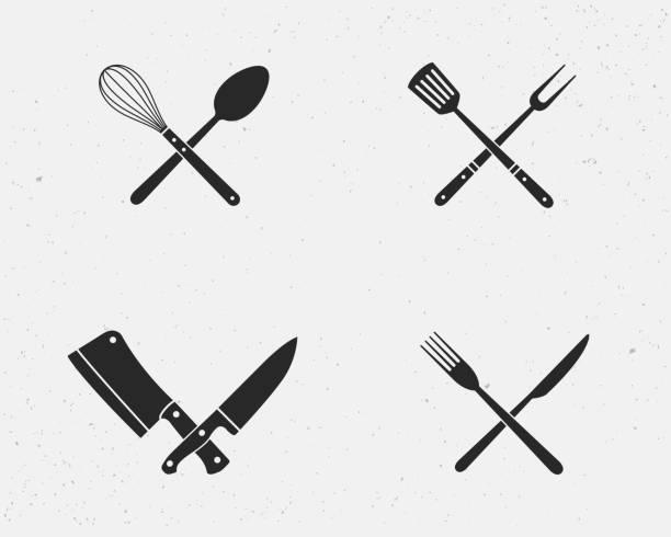 stockillustraties, clipart, cartoons en iconen met set van restaurant messen en barbecue grill tools pictogrammen. restaurant messen geïsoleerd op een witte achtergrond. vectorillustratie - keukenmes