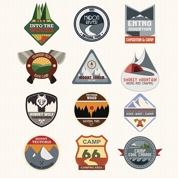 Satz von retro camping und outdoor-Abenteuer-Abzeichen – Vektorgrafik