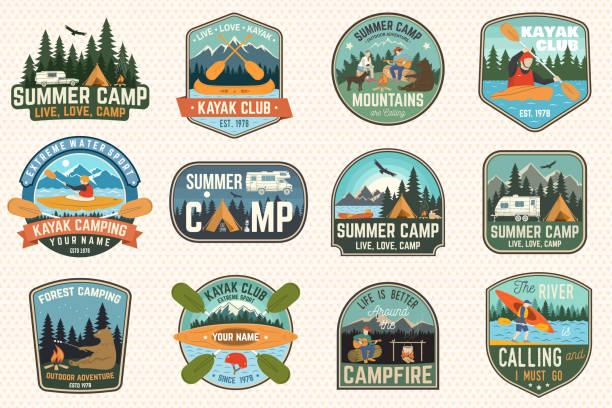 サマーキャンプ、カヌー、カヤッククラブのバッジセット。ベクトル。パッチ用。キャンプ、山、川、アメリカインディアンと入り江のシルエットとデザイン。エクストリームキャンプとウ� - キャンプ点のイラスト素材/クリップアート素材/マンガ素材/アイコン素材