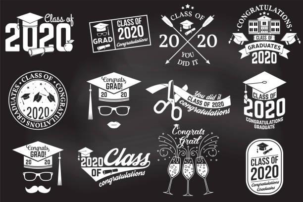 bildbanksillustrationer, clip art samt tecknat material och ikoner med uppsättning av vektor klassificerar av 2020 emblem på chalkboard. koncept för skjorta, tryck, tätning, overlay, stämpel, hälsning, inbjudningskort. typografi design-stock vektor. - klassrum