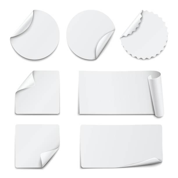 Satz von weißen Papier Aufkleber auf weißem Hintergrund. Vektor-illustration – Vektorgrafik