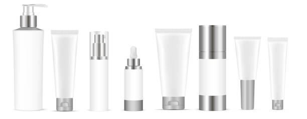 set von weißen vektorkosmetik kosmetikflaschen leere schablonen, plastikbehälter flaschen mit spray, spender und tropfen, creme rohr. realistisches 3d-mock-up von kosmetikpaket. - shampoos stock-grafiken, -clipart, -cartoons und -symbole