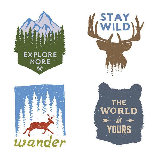のセット荒野手描きエンブレムが自慢のポスターは、タイポグラフィー - 野生動物旅行点のイラスト素材/クリップアート素材/マンガ素材/アイコン素材